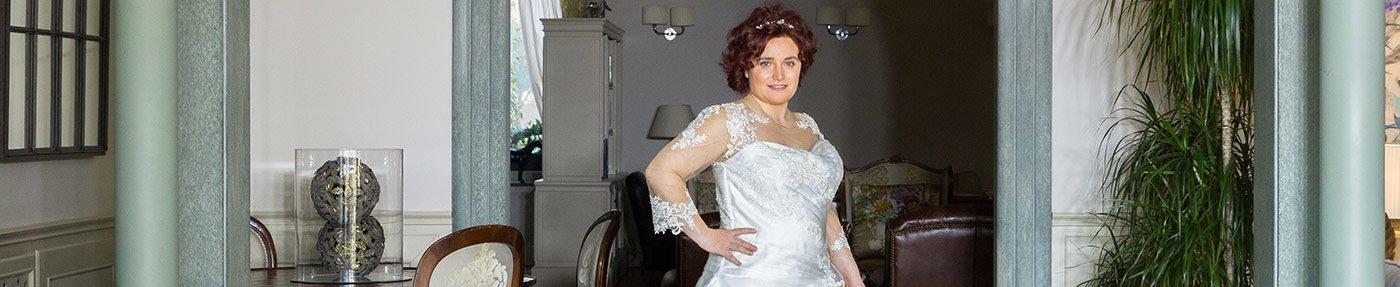 check out c901b 8e93f L'emozione di scegliere un abito da sposa dal catalogo ...